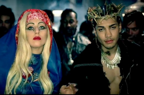 1095369-lady-gaga-judas-617-409